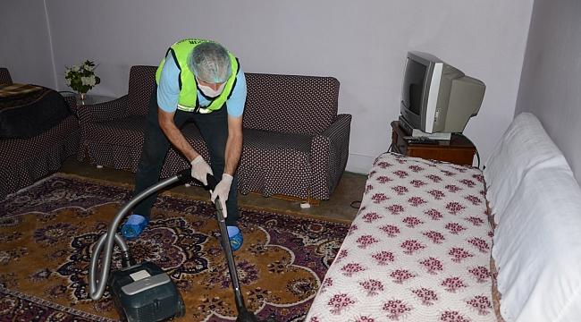 Diyarbakır'da bayram öncesi yaşlı vatandaşların evleri temizleniyor