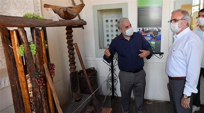 Vali Karaloğlu, Sur'daki Tarihi Konağı Ziyaret Etti
