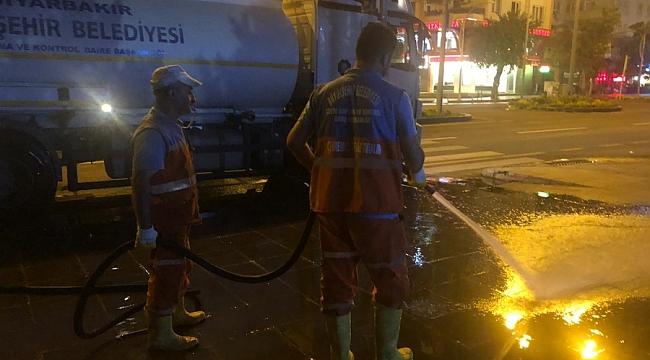 Büyükşehir bulvar ve caddeleri A'dan Z'ye temizledi