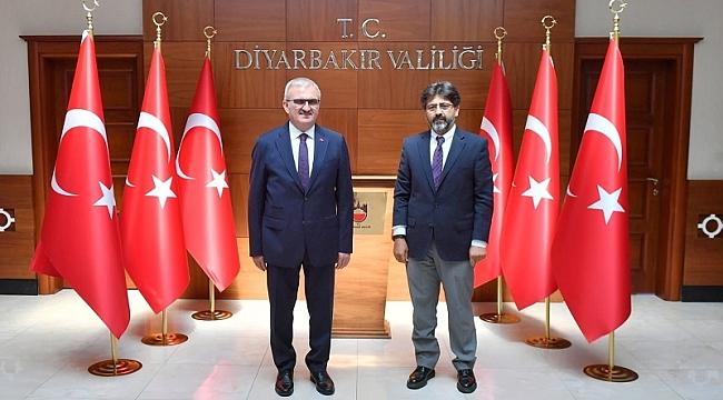 Dicle Üniversitesi Rektörü Karakoç'tan Vali Karaloğlu'na ziyaret