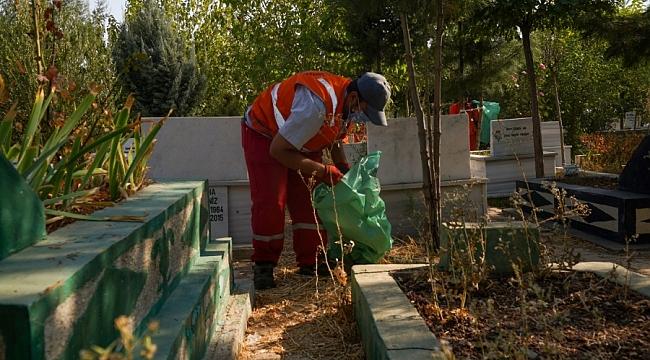 Diyarbakır'da mezarlıklarda temizlik ve bakım çalışması