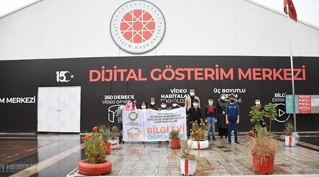 Bilgi Evi öğrencileri Dijital Gösterim Merkezi'ni gezdi