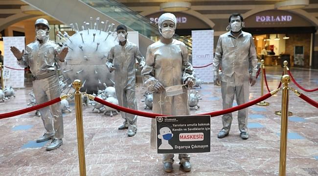 Canlı Heykeller Koronavirüs'e karşı uyardı