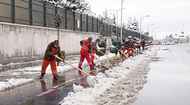Büyükşehir Belediyesi ekipleri sahada